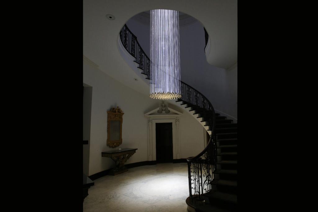 Bell Chandelier Bruce Munro instalacja światło sztuka niezlasztuka.net